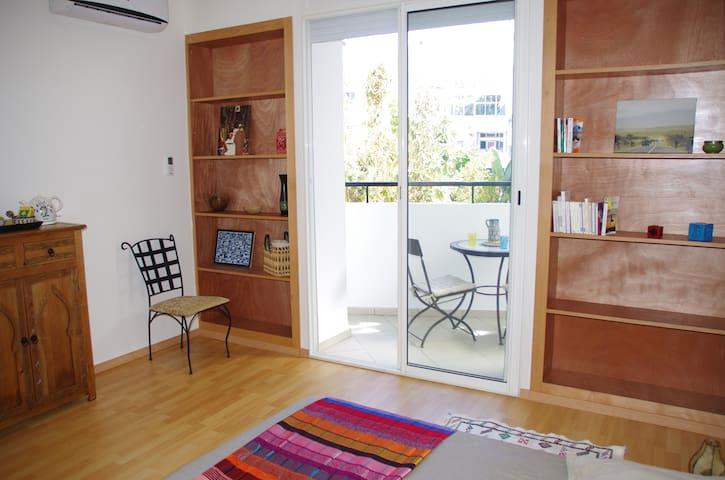 Chambre avec terrasse, douche et WC - Rabat - Leilighet