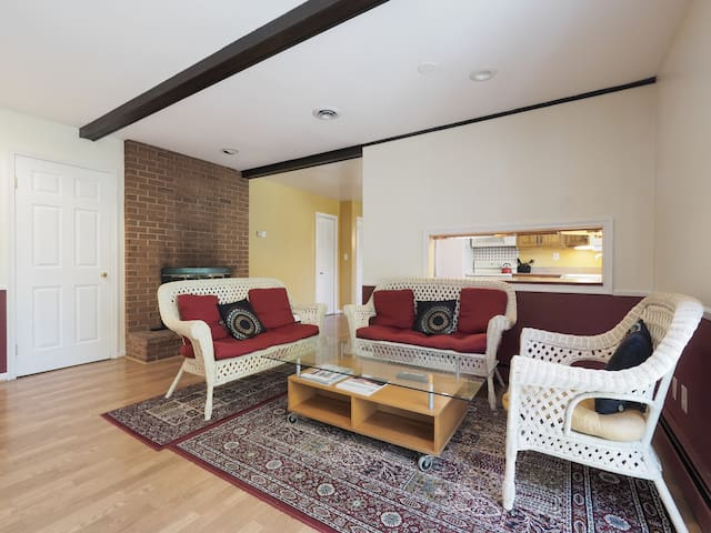 Charming Cape Cod 2 Bedroom - Catonsville - Huis