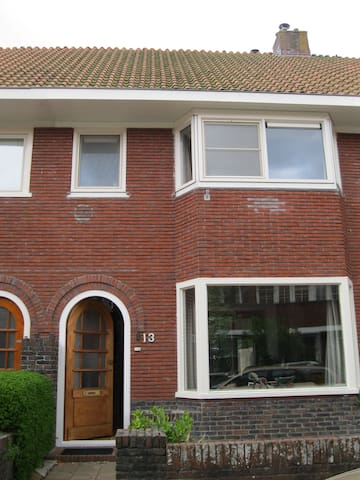 2 privé kamertjes, 1 met super bed (10 euro meer) - Leeuwarden - Maison