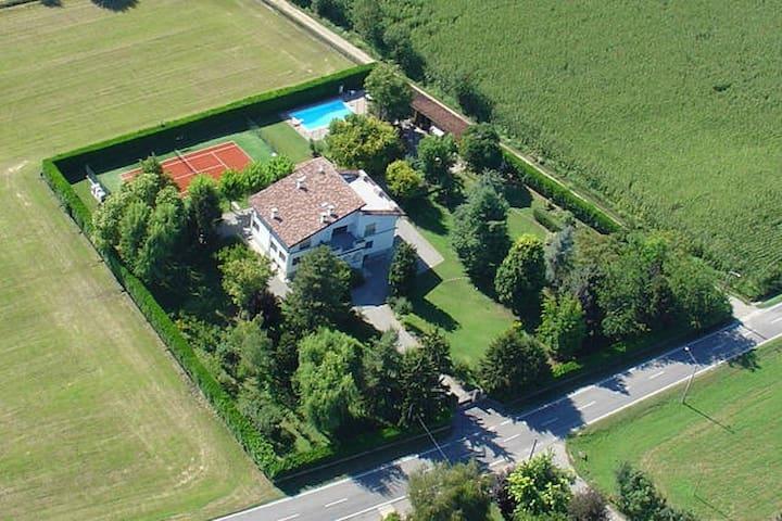 Camera Indipendente (B) in Villa - Castel Gabbiano - Hus