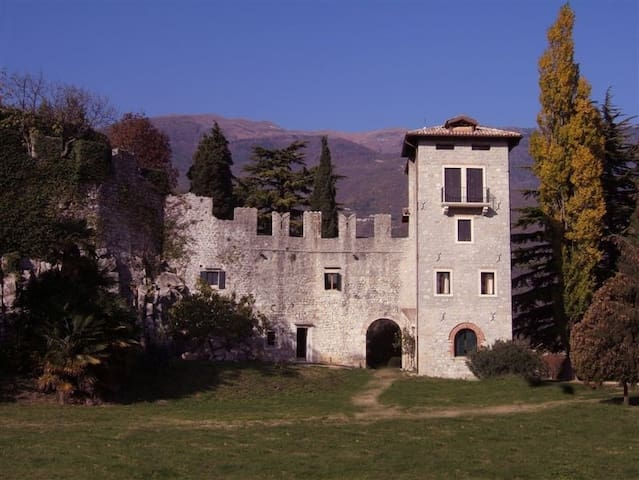 A nest for two in a medieval castle - Vittorio Veneto - Apartment