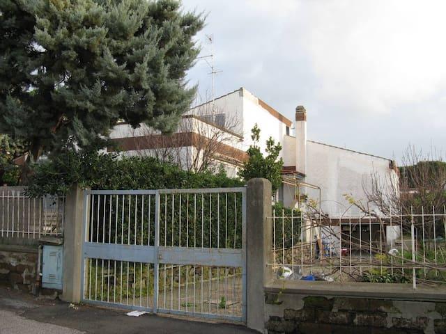 Villa con giardino e box privato - Civitavecchia - Huis