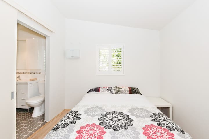 Perth Pearsall Flat 23km From City! - Pearsall - Apartemen