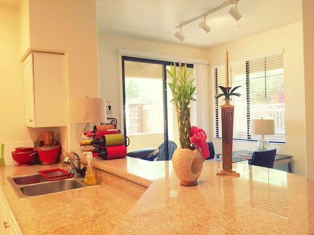 Charming BD across Stadium & Malls - Glendale - Apartamento