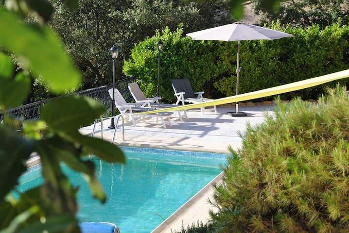 """Gîte """"Plein Sud"""" dans Villa - Aups"""