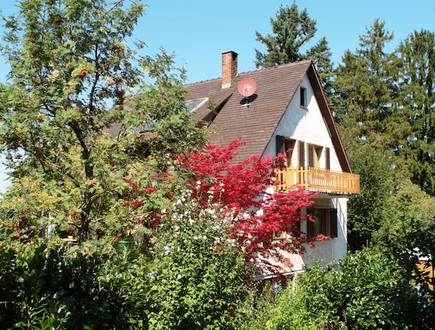 House with large garden situated on the edge - Schliengen - Hus