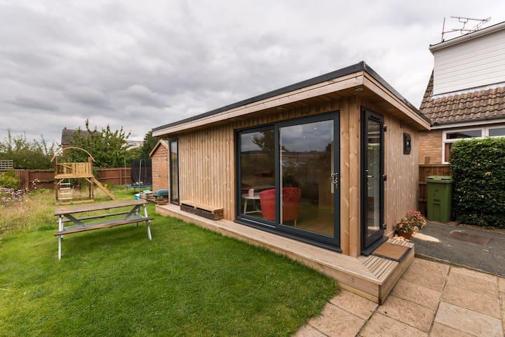 Detached Garden Room in Cheltenham - 切爾滕納姆 - 小屋