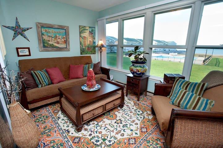 Gorgeous Lakefront Condo POOL/BEACH - Port Clinton - Appartement