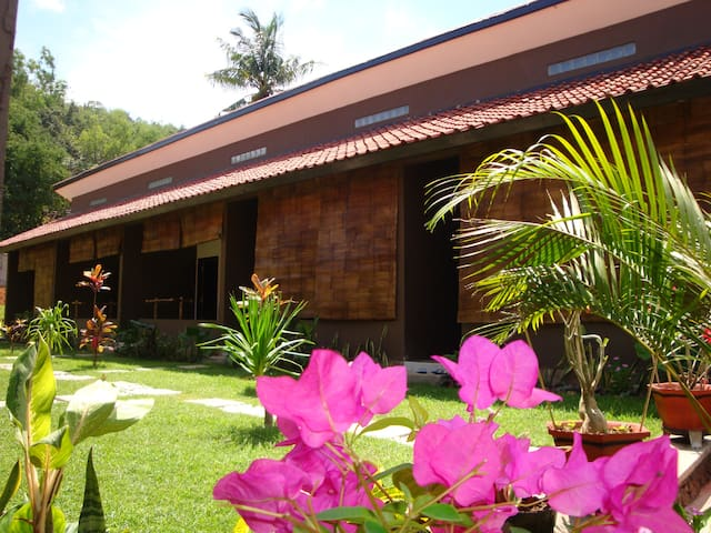 Relaxing homestay(A/C,Cold water,Double bed room) - Pujut - Bed & Breakfast
