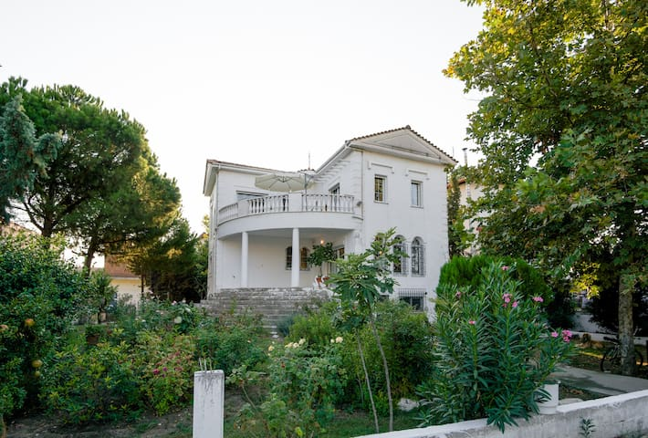 it is a beautiful house with garden - Nea Malgara - Villa