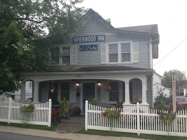 Wrenwood Inn, Paw Paw, WV - Paw Paw - Bed & Breakfast