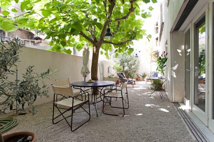 une oasis dans le vieux village - Fontvieille - Haus