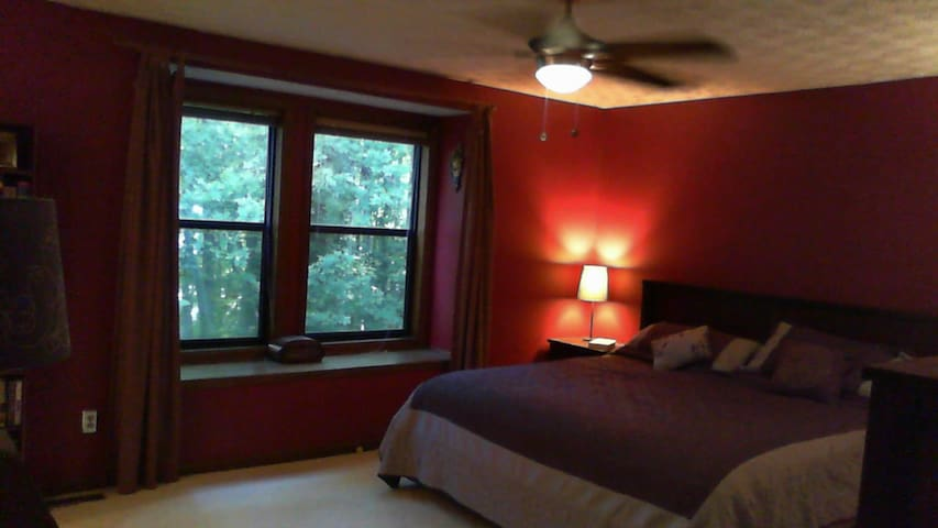 Comfortable Master Bedroom - Marietta - Maison