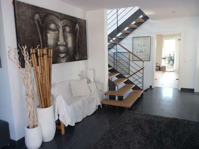 Architektenhaus Alpenblick 2 min A8 - Irschenberg - Hus
