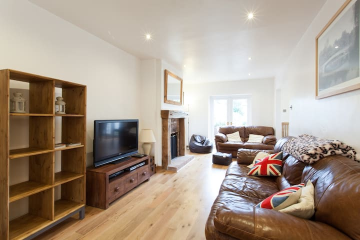Lovely 3 Bed House in Wells - Wells - Casa