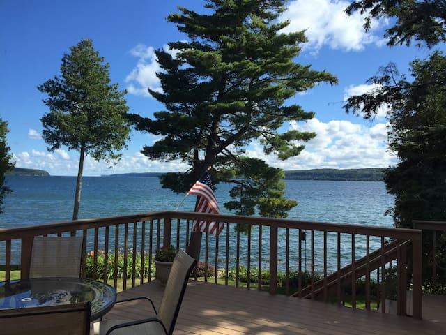 Serene Lake Superior Frontage - Munising - Hus