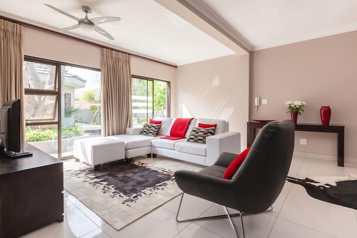 Spacious modern cottage for two - Johannesburg - Apartamento
