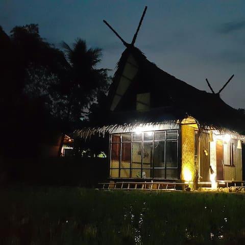 Saung Bale Bale. A Farmer House - Karangpawitan - 獨棟