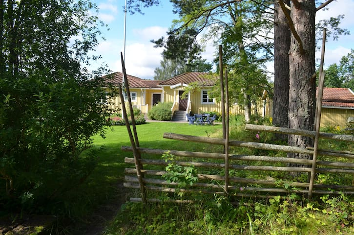 Comfortable family house, 10-12 beds - Storfors