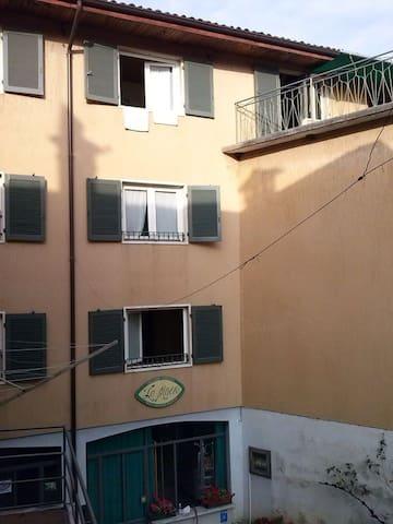 """camera 1 """"La Piazza B&B"""" - Monasterolo del Castello - Hus"""