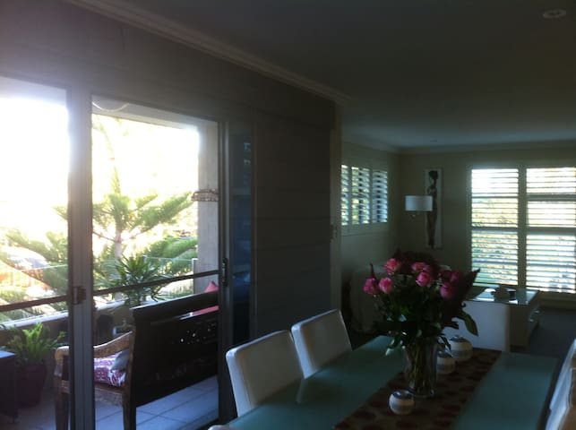 Beachside unit/apartment. - Mona Vale