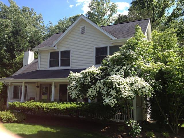 Cottage at cul-de-sac - Fairfax - Hus