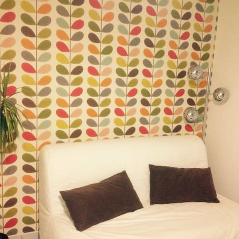 double bed and private bathroom - Boutersem - Dom