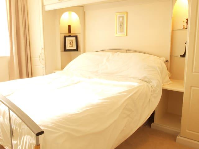Bright Double Room and private bath - Chesham - Hus