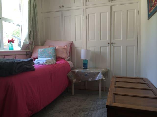 Single room, TV, beautiful area - Henfield - Rumah