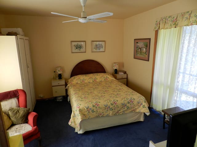 Sandie's home from home Home Stay - Kirkham - Bed & Breakfast