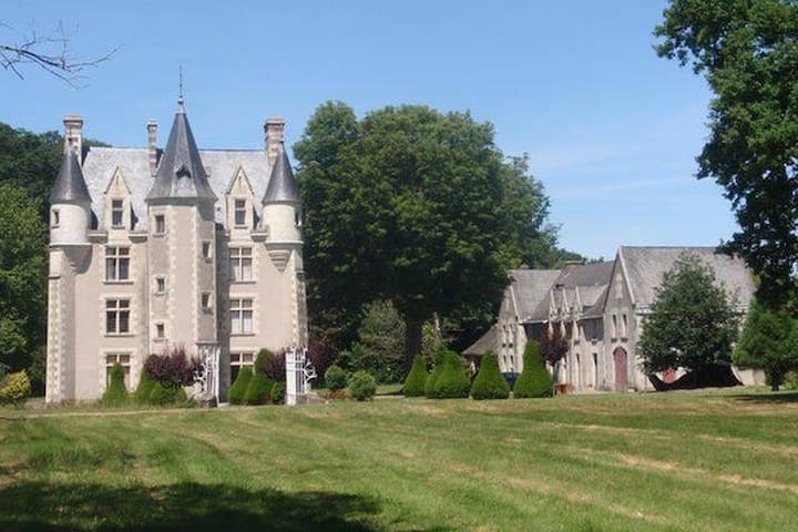 3 Chambres privées dans un Château - Sainte-Christine - Slott