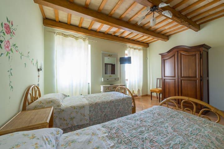 Camera ALBA con bagno in B&B - Santa Vittoria In Matenano - Bed & Breakfast