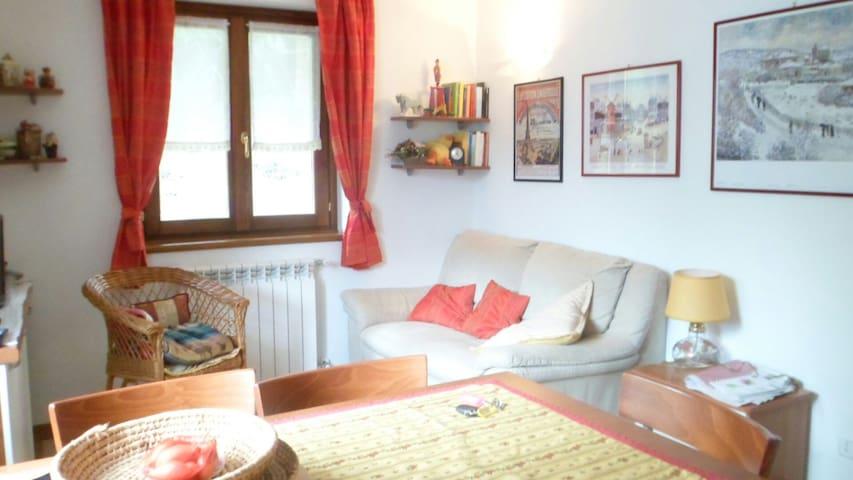 Intera casa a 5 min da Champoluc - Periasc Ayas (AO) - Huis