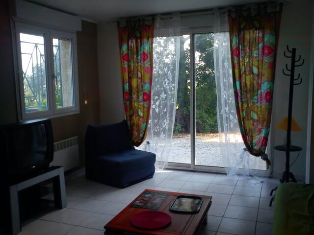 p2 au calme dans villa en pinede - Caveirac - Lägenhet