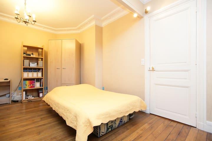 Room (chambre) near Bercy (M6) wifi - Paris - Lägenhet