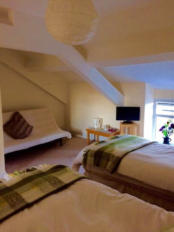Number 19 Guesthouse - Room 5 - Dalton-in-Furness - Bed & Breakfast