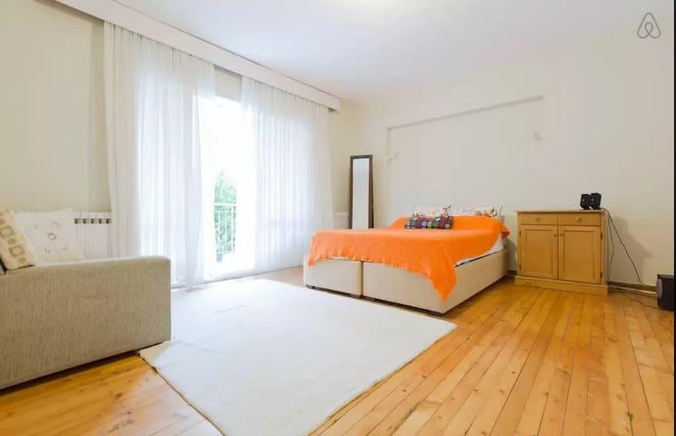 Center place, peacefull, gardened - Izmir - Bed & Breakfast