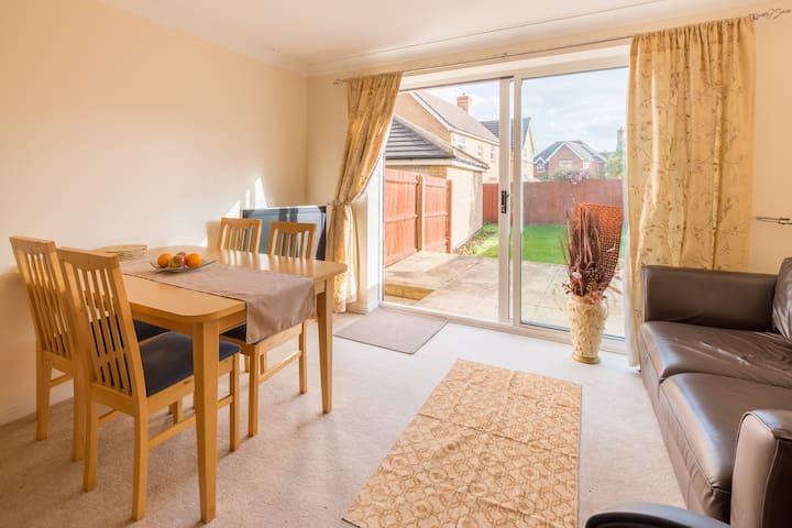 Kingsize cosy room in Peterborough - Peterborough