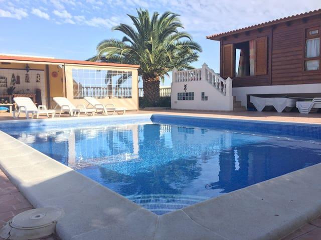 Casa rural con piscina. Vista mar-montaña - Arafo - Huis