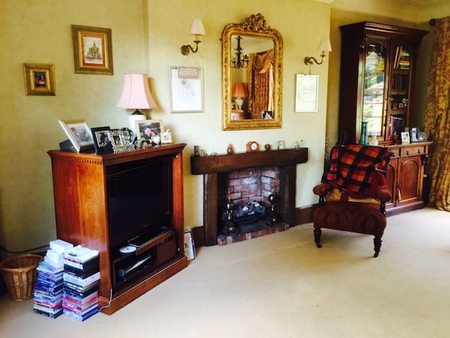 Large room in our 1930's Art Decco home - Newcastle-under-Lyme