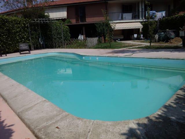 Villetta a schiera con piscina - San Genesio Ed Uniti