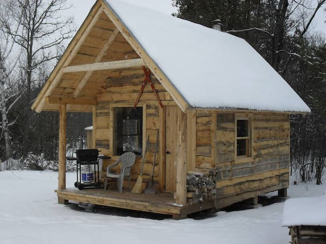 Small cabin in the woods - Ottawa