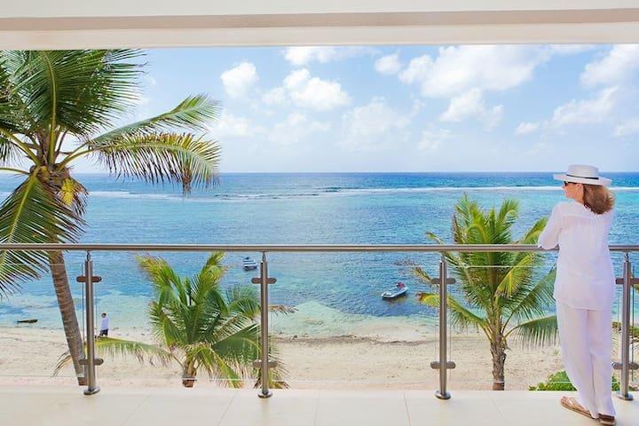 Beach Front Villa (Brand New) - Bodden Town - Villa