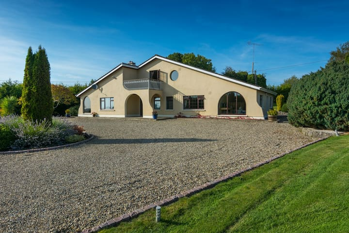 Beautiful family home in Glasson - Benown - Hus