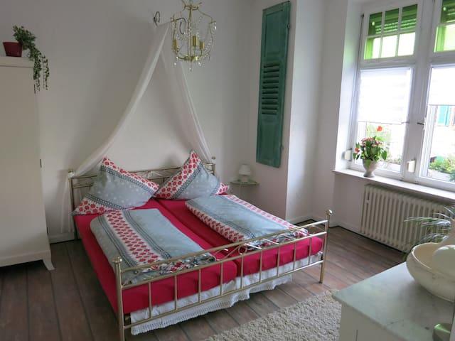 Spacious apartment near Rheinsteig - Rengsdorf - Apartemen