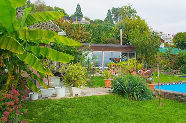 Cozy Bungalow in lush Garden - Meilen