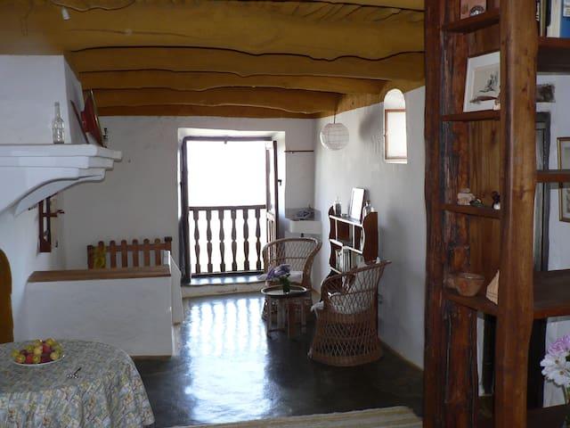 Preciosa casa alpujarreña en el GR7 - Pitres (La Taha) - Hus