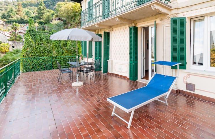 Apartment in old villa for FAMILIES - Tronzano Lago Maggiore - Departamento