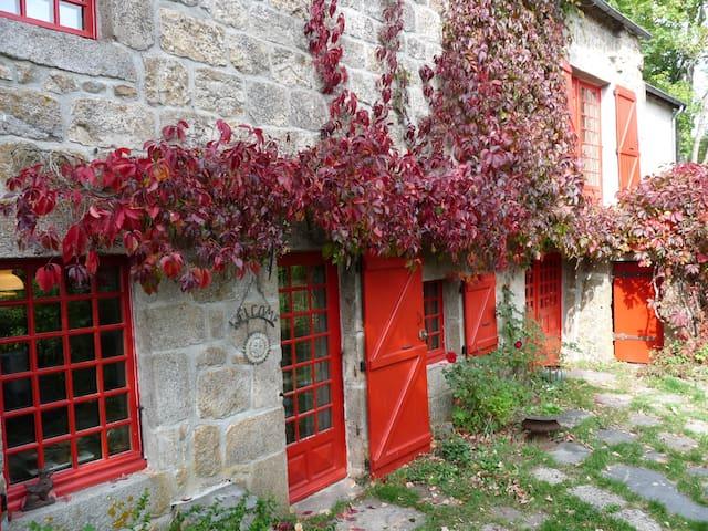 Pouzols - Saint-Jeures - Hus