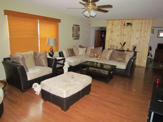 peaceful and relaxing room - Delavan - Rumah